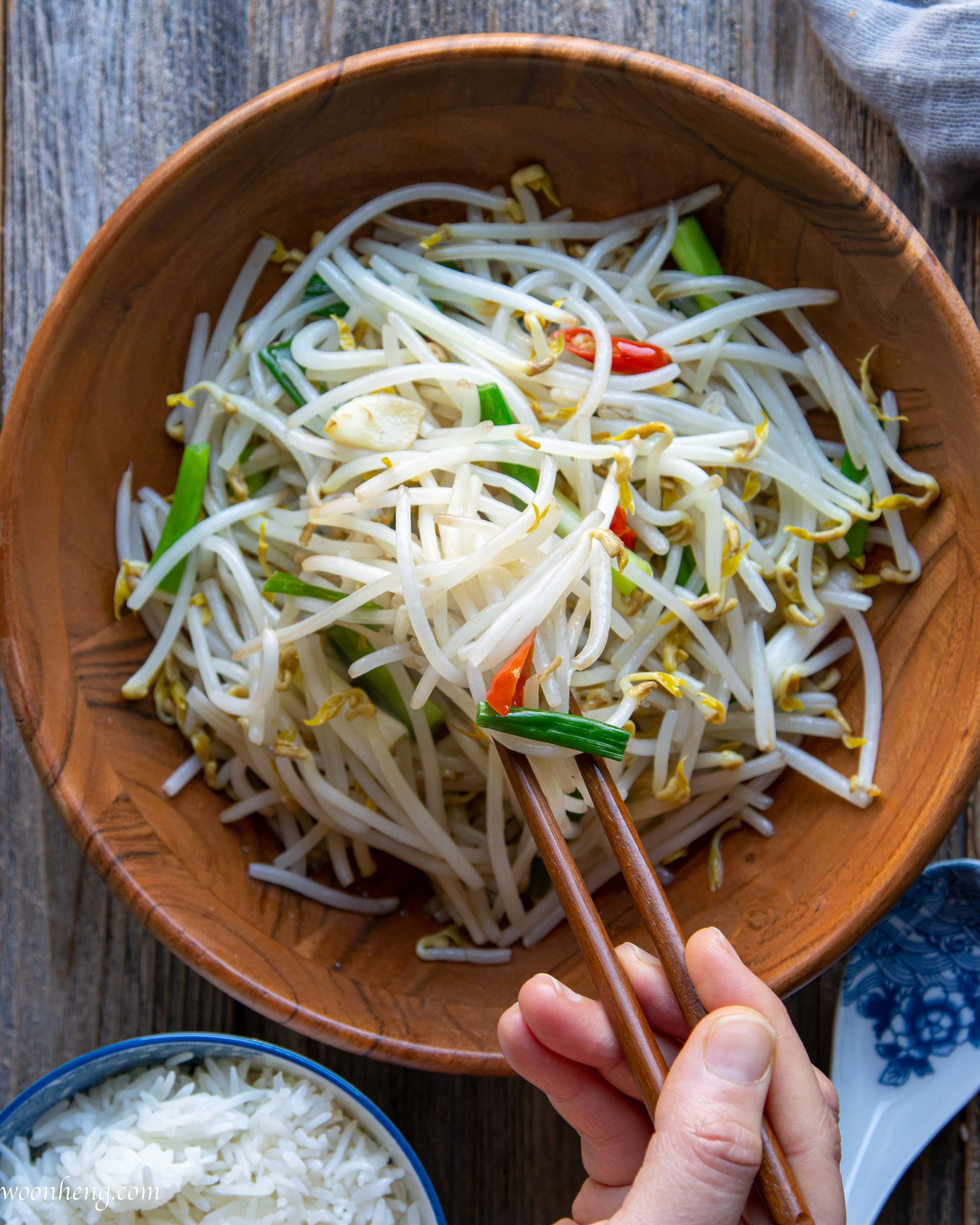 How to Make the Easiest Mung Bean Sprout Stir Fry - WoonHeng